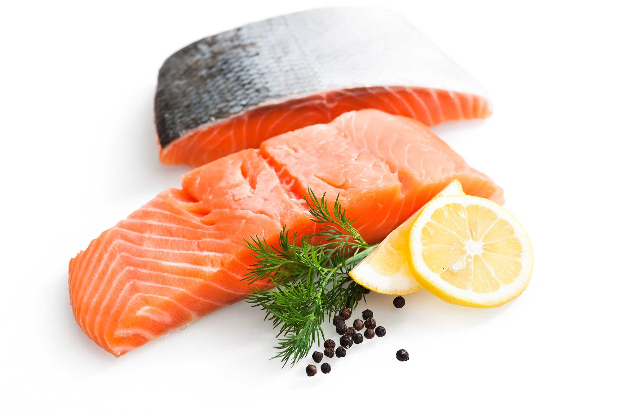 Salmon with lemon and garnish